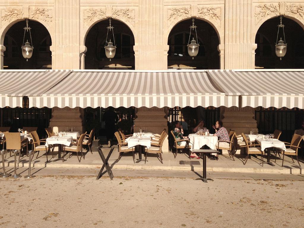 Restaurant du palais royal etablissement ferm orgyness - Prostitution salon de provence ...